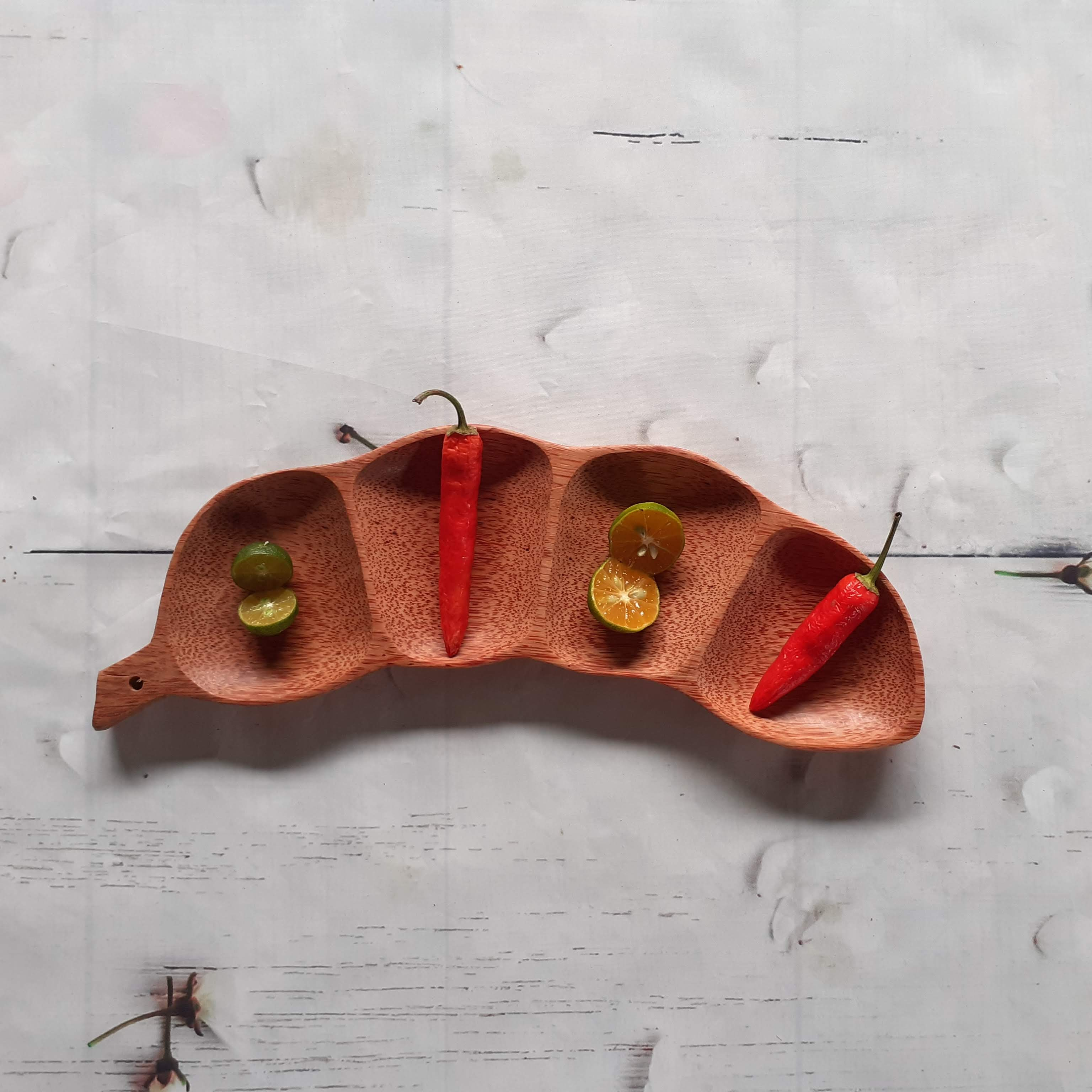 Bàn ăn đẹp nổi bật đầy tinh tế với những bộ đựng đồ ăn Gỗ siêu ấn tượng